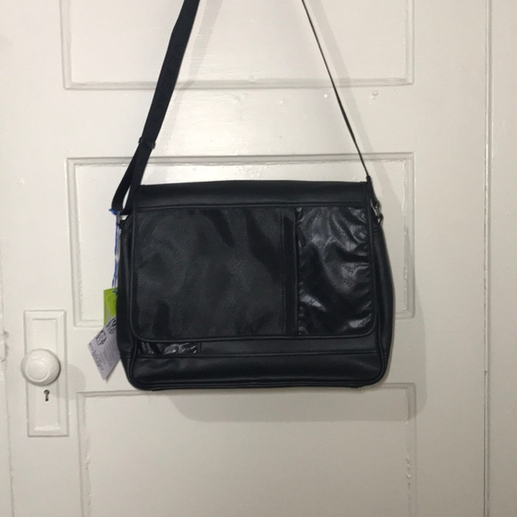 32c3338ecc67 NWT Black Leather VERSACE Messenger Bag